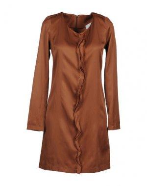 Короткое платье DOUUOD. Цвет: коричневый