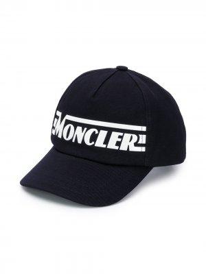 Бейсболка с логотипом Moncler Kids. Цвет: синий