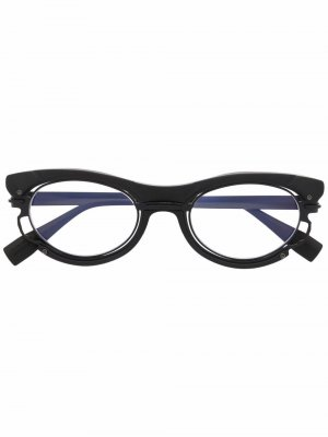 Солнцезащитные очки в оправе кошачий глаз Kuboraum. Цвет: черный