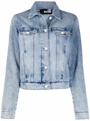 Джинсовая куртка с вышитым логотипом Love Moschino. Цвет: синий
