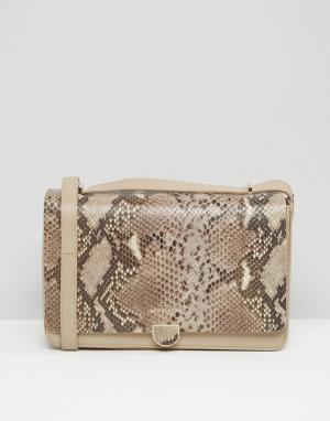 Кожаная сумка на плечо с эффектом змеиной кожи Modalu. Цвет: бежевый