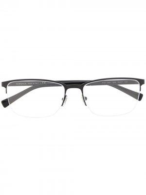 Очки Greca в прямоугольной оправе Versace Eyewear. Цвет: черный