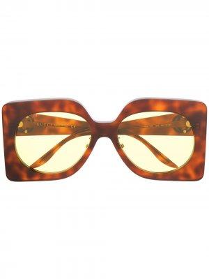 Солнцезащитные очки в массивной квадратной оправе Gucci Eyewear. Цвет: коричневый