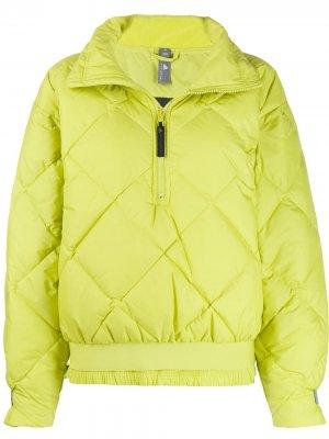 Стеганая куртка adidas by Stella McCartney. Цвет: зеленый