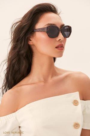 Солнцезащитные очки с черепаховой оправой LOVE REPUBLIC