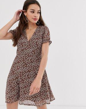 Короткое приталенное платье с цветочным принтом -Мульти Daisy Street