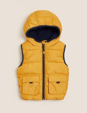 Дутый жилет Stormwear ™ с капюшоном Marks & Spencer. Цвет: охра