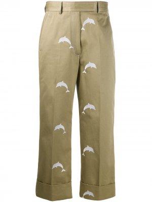 Брюки чинос с вышивкой Thom Browne. Цвет: коричневый