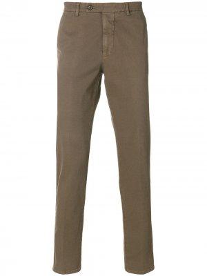 Классические брюки-чинос Berwich. Цвет: коричневый