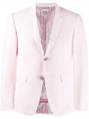 Полосатый пиджак из сирсакера Thom Browne. Цвет: розовый