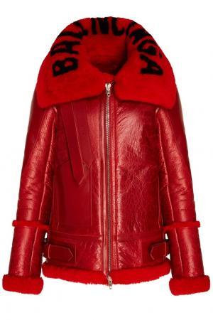Красная кожаная куртка с мехом Balenciaga. Цвет: красный