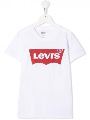 Levis Kids футболка с логотипом Levi's. Цвет: белый