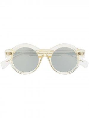 Солнцезащитные очки в круглой оправе Kuboraum. Цвет: серебристый