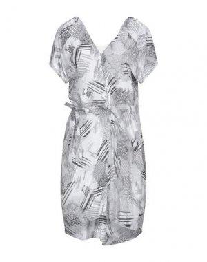Короткое платье DENHAM. Цвет: белый