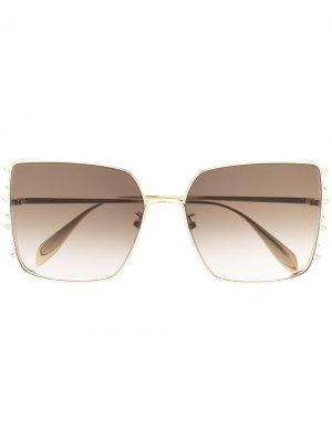 Солнцезащитные очки в массивной квадратной оправе Alexander McQueen Eyewear. Цвет: золотистый