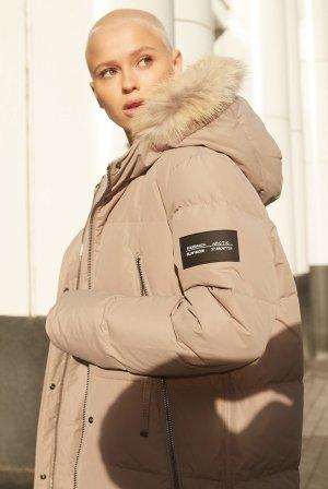 Пальто-пуховик с капюшоном VASSA&Co. Цвет: бежевый
