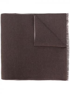 Жаккардовый шарф с узором из логотипов Gucci. Цвет: коричневый