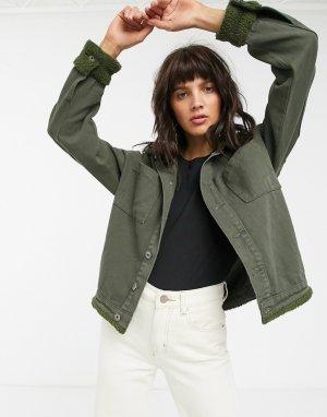 Джинсовая куртка цвета хаки с воротником из искусственной цигейки -Зеленый FAE
