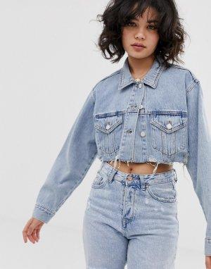 Светло-синяя укороченная джинсовая куртка Pull&Bear. Цвет: синий