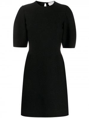 Фактурное платье мини с укороченными рукавами Alexander McQueen. Цвет: черный