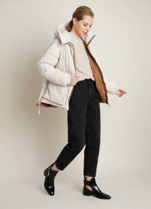 Утеплённая куртка с капюшоном и большими карманами O`Stin. Цвет: слоновая кость
