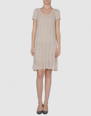 Короткое платье ANIS. Цвет: бежевый