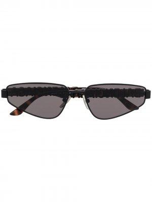 Солнцезащитные очки BB0107S в геометричной оправе Balenciaga Eyewear. Цвет: черный
