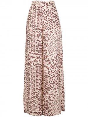 Расклешенные брюки Neassa с абстрактным принтом Alexis. Цвет: белый