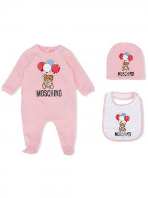 Комплект из комбинезона с шапкой и нагрудником Moschino Kids. Цвет: розовый