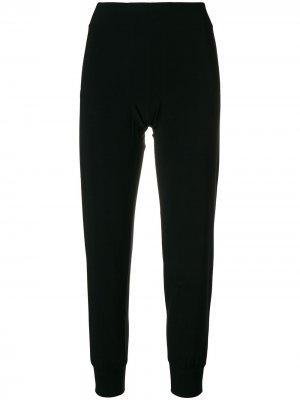Укороченные спортивные брюки Norma Kamali. Цвет: черный