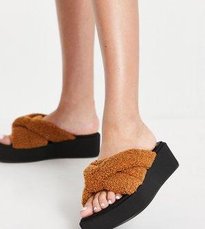 Светло-коричневые сандалии на плоской подошве для широкой стопы с мягкими ремешками из искусственного меха ASOS DESIGN Tally-Коричневый цвет