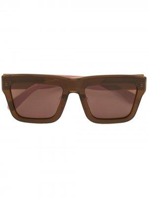Затемненные солнцезащитные очки в стиле колор-блок Karen Walker. Цвет: коричневый