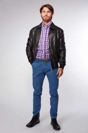 Короткая кожаная куртка с эластичным поясом и манжетами AFG. Цвет: черный