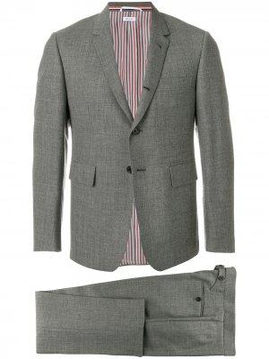Классический костюм с галстуком Thom Browne. Цвет: серый