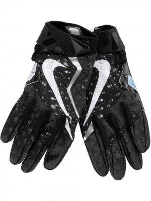 Перчатки Vapor Jet 4.0 Football из коллаборации с Nike Supreme. Цвет: черный