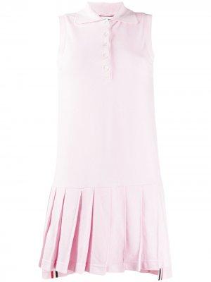 Теннисное платье из пике с плиссированной юбкой Thom Browne. Цвет: розовый