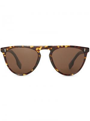 Солнцезащитные очки в D-образной оправе Burberry Eyewear. Цвет: коричневый