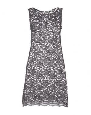 Короткое платье ANIS. Цвет: серый