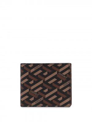 Бумажник с узором Greca Versace. Цвет: коричневый