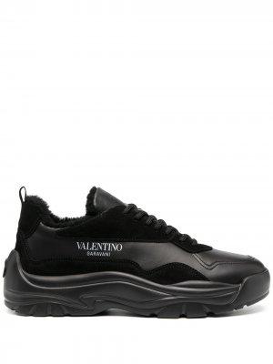 Кроссовки с подкладкой из овчины Valentino Garavani. Цвет: черный