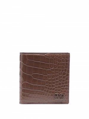 Бумажник с тиснением под кожу крокодила и логотипом Valentino Garavani. Цвет: коричневый