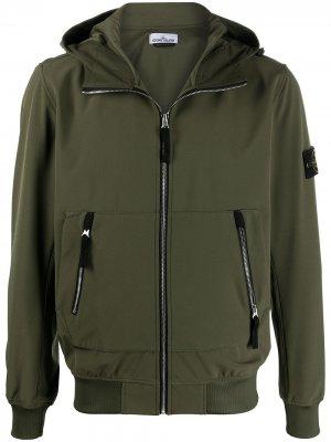 Куртка с капюшоном Stone Island. Цвет: зеленый