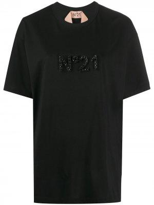 Футболка оверсайз с декорированным логотипом Nº21. Цвет: черный